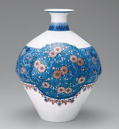 色絵雪花藍色墨はじき唐花瓔珞文花瓶