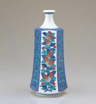 色絵藍色墨はじき瑞花文花瓶